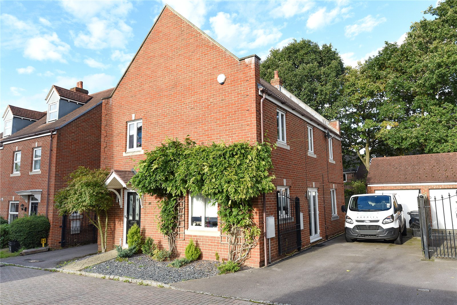 4 Bedrooms Detached House for sale in Kingfisher Grove, Three Mile Cross, Reading, Berkshire, RG7
