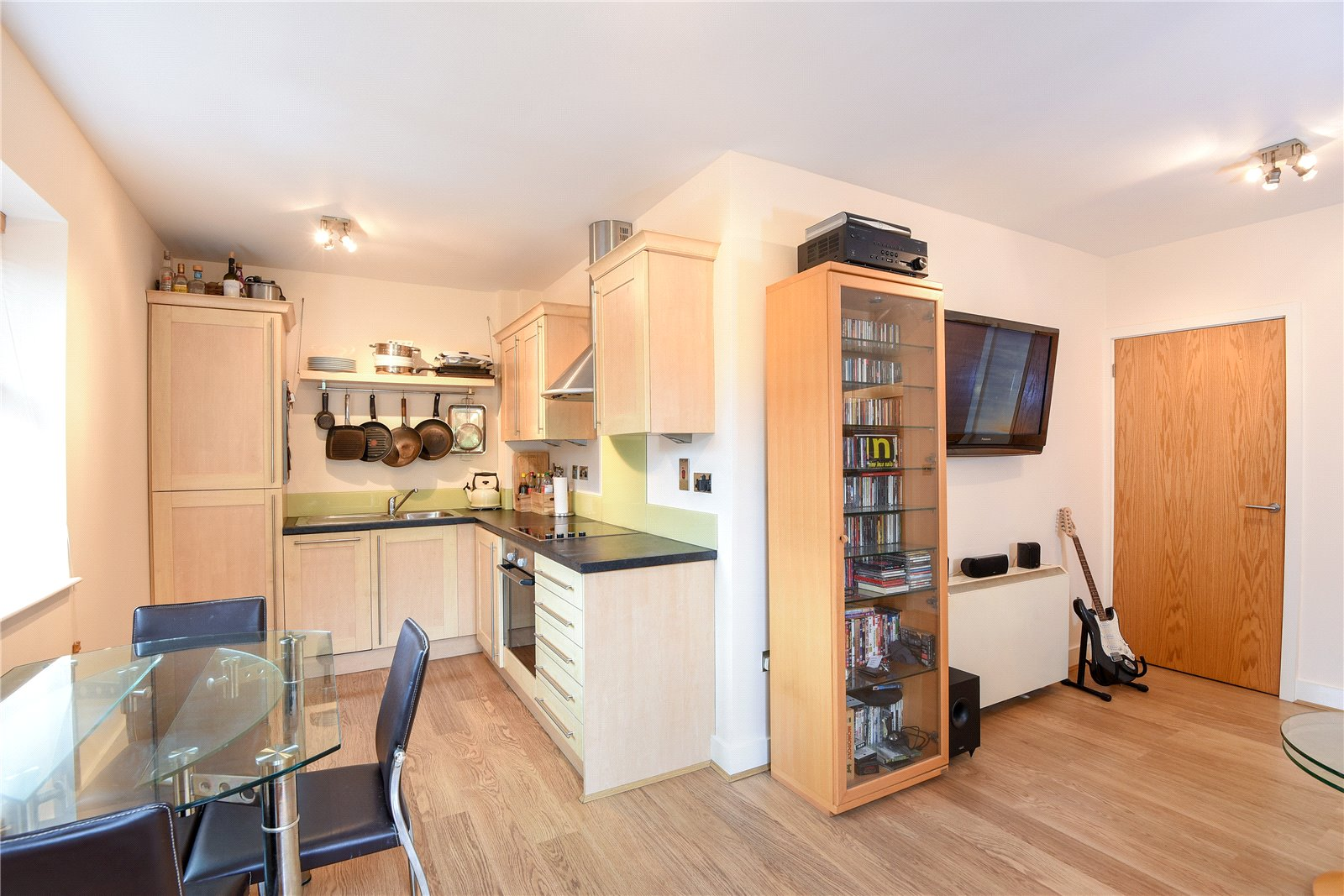 1 Bedroom Apartment Flat for sale in Il-Libro Court, Kings Road, Reading, Berkshire, RG1