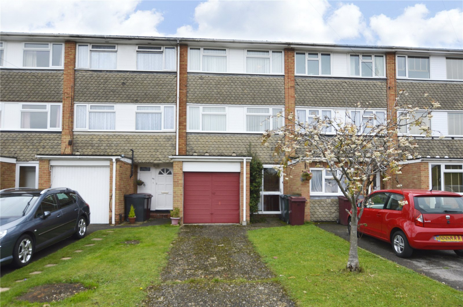 4 Bedrooms Terraced House for sale in Elvaston Way, Tilehurst, Reading, Berkshire, RG30