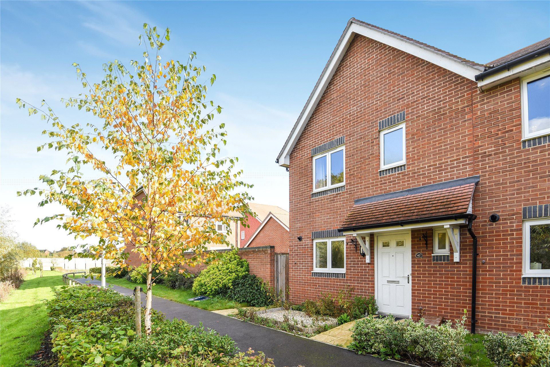 3 Bedrooms Semi Detached House for sale in Elk Path, Three Mile Cross, Reading, Berkshire, RG7