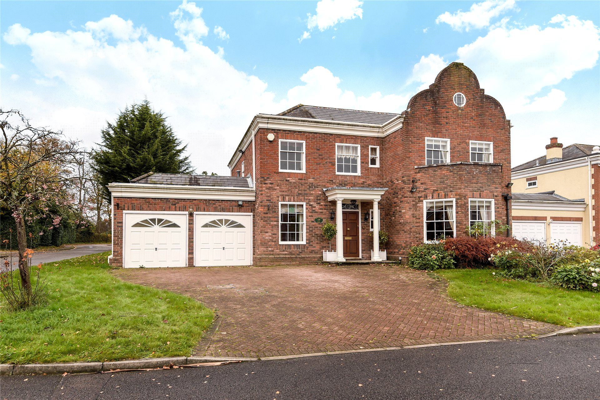 5 Bedrooms Detached House for sale in Devonshire Park, Reading, Berkshire, RG2
