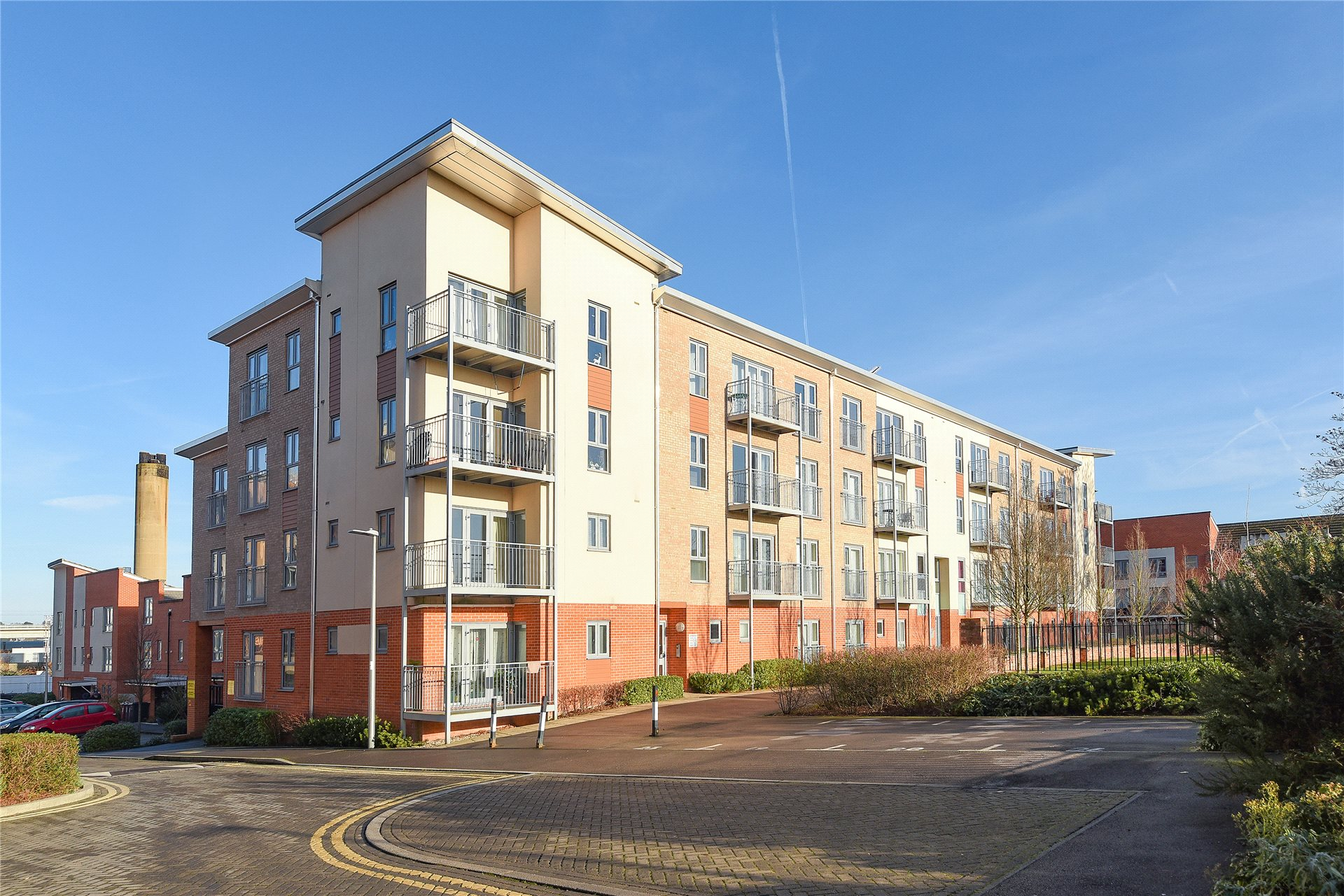 2 Bedrooms Apartment Flat for sale in Ashdown House, Battle Square, Reading, Berkshire, RG30