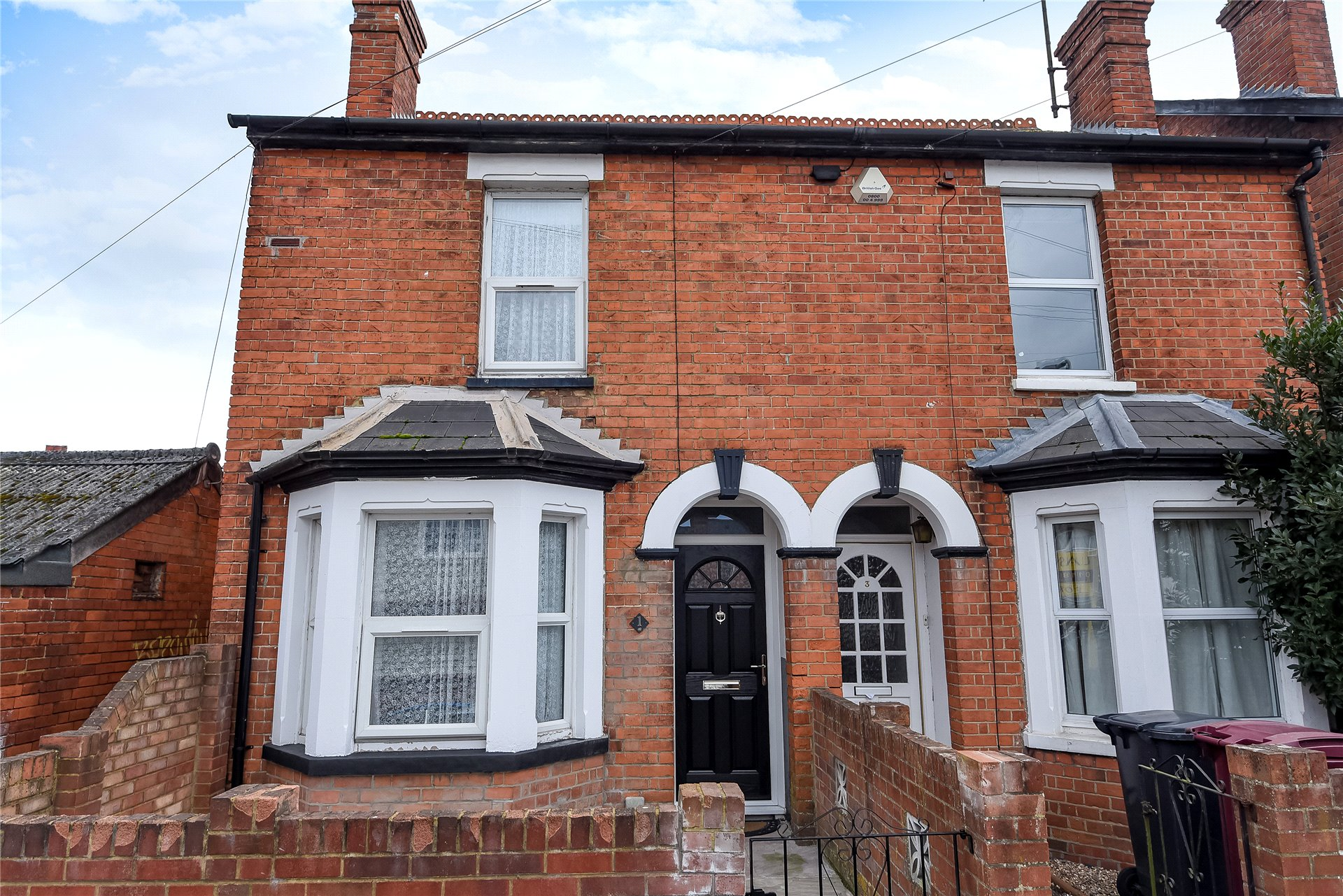 3 Bedrooms Terraced House for sale in Shaftesbury Road, Reading, Berkshire, RG30