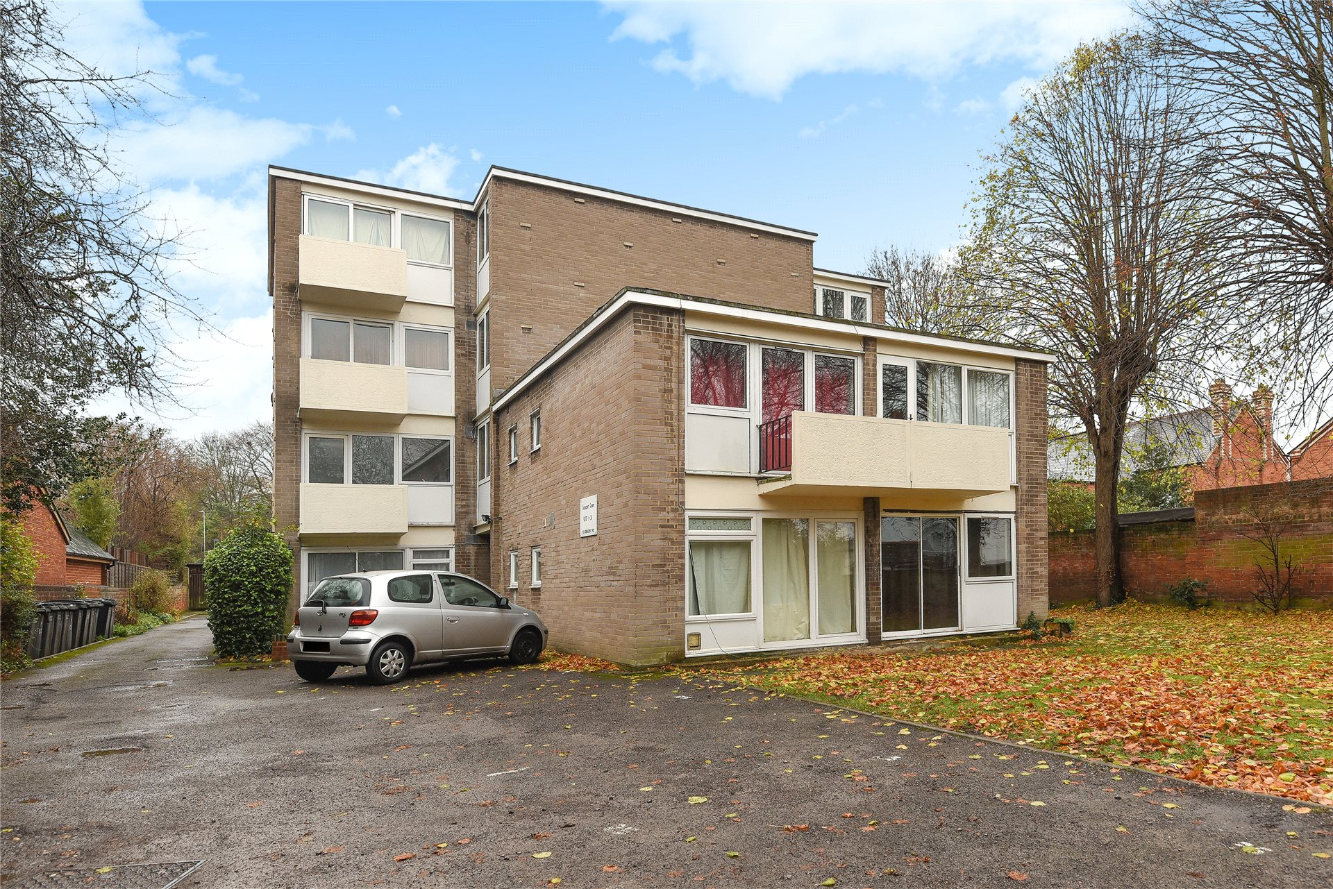 1 Bedroom Apartment Flat for sale in Crescent Court, Reading, Berkshire, RG1