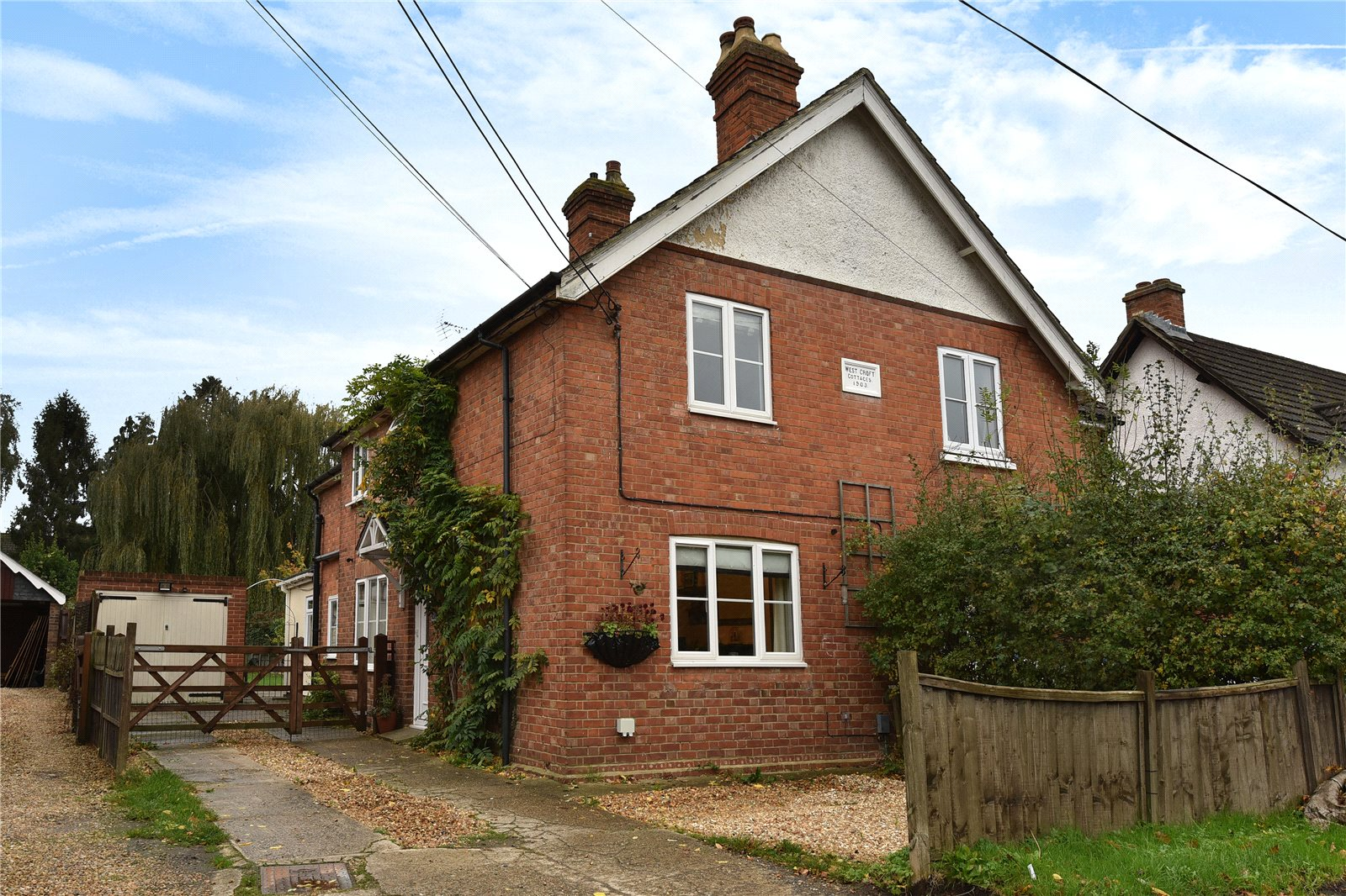 3 Bedrooms Semi Detached House for sale in Westcroft Cottages, Eversley Road, Yateley, Hampshire, GU46