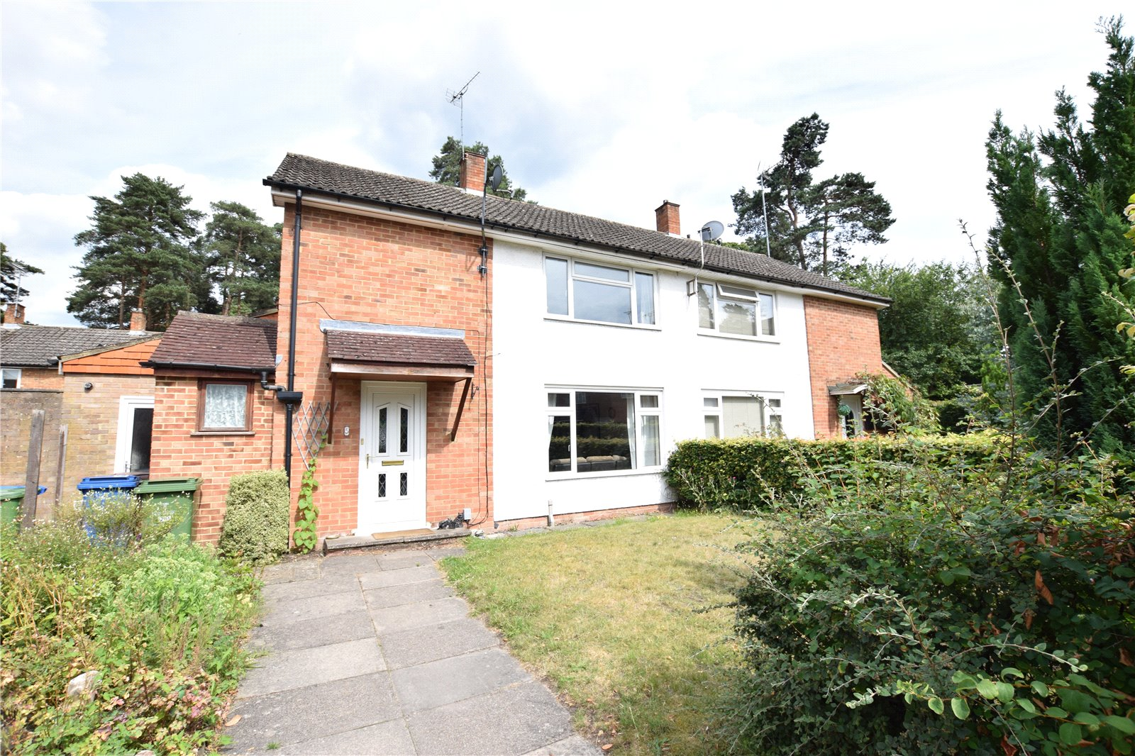 3 Bedrooms Semi Detached House for sale in Wilberforce Way, Bracknell, Berkshire, RG12