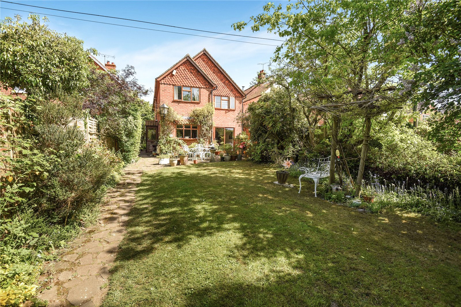 4 Bedrooms Detached House for sale in Priors Lane, Blackwater, Camberley, Hampshire, GU17