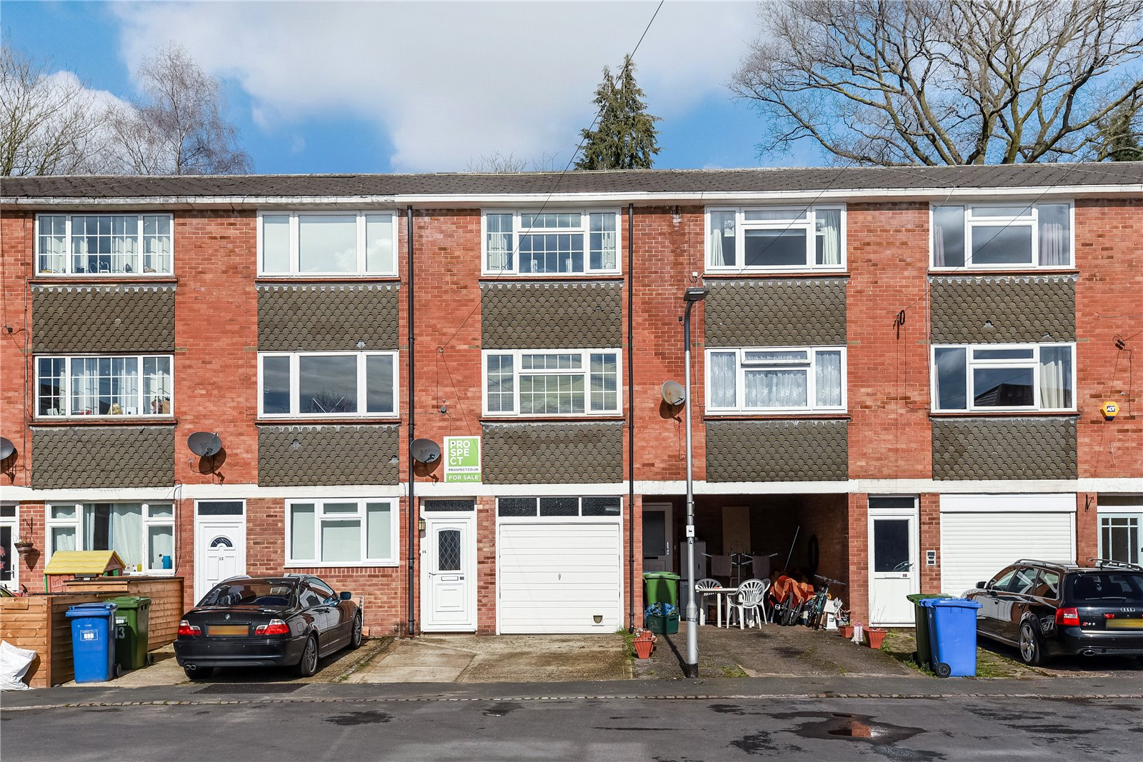 3 Bedrooms Terraced House for sale in Warren Close, Sandhurst, Berkshire, GU47