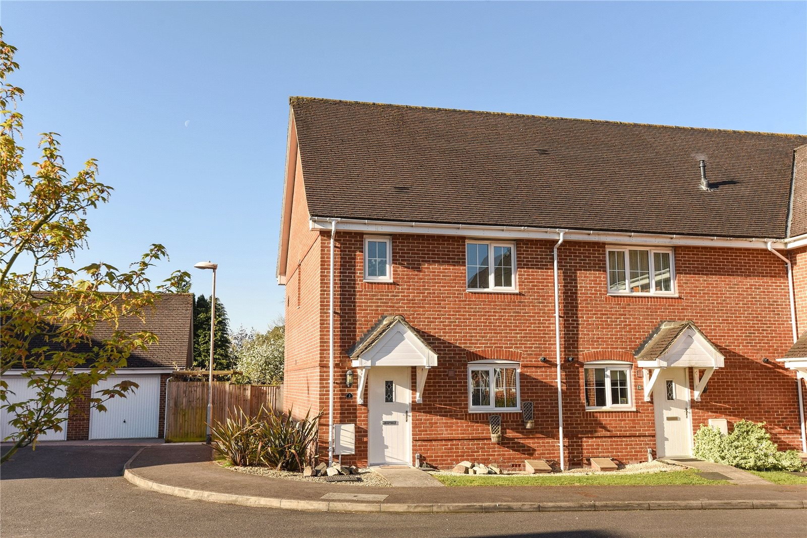 3 Bedrooms End Of Terrace House for sale in Alexandra Close, College Town, Sandhurst, Berkshire, GU47