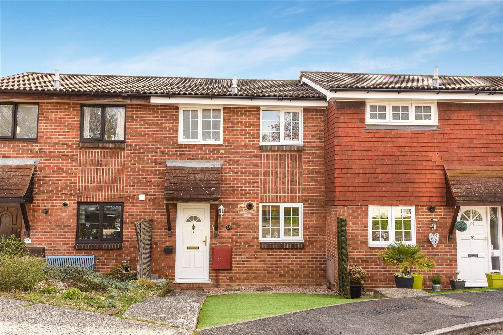 3 Bedrooms Terraced House for sale in Bittern Close, College Town, Sandhurst, Berkshire, GU47