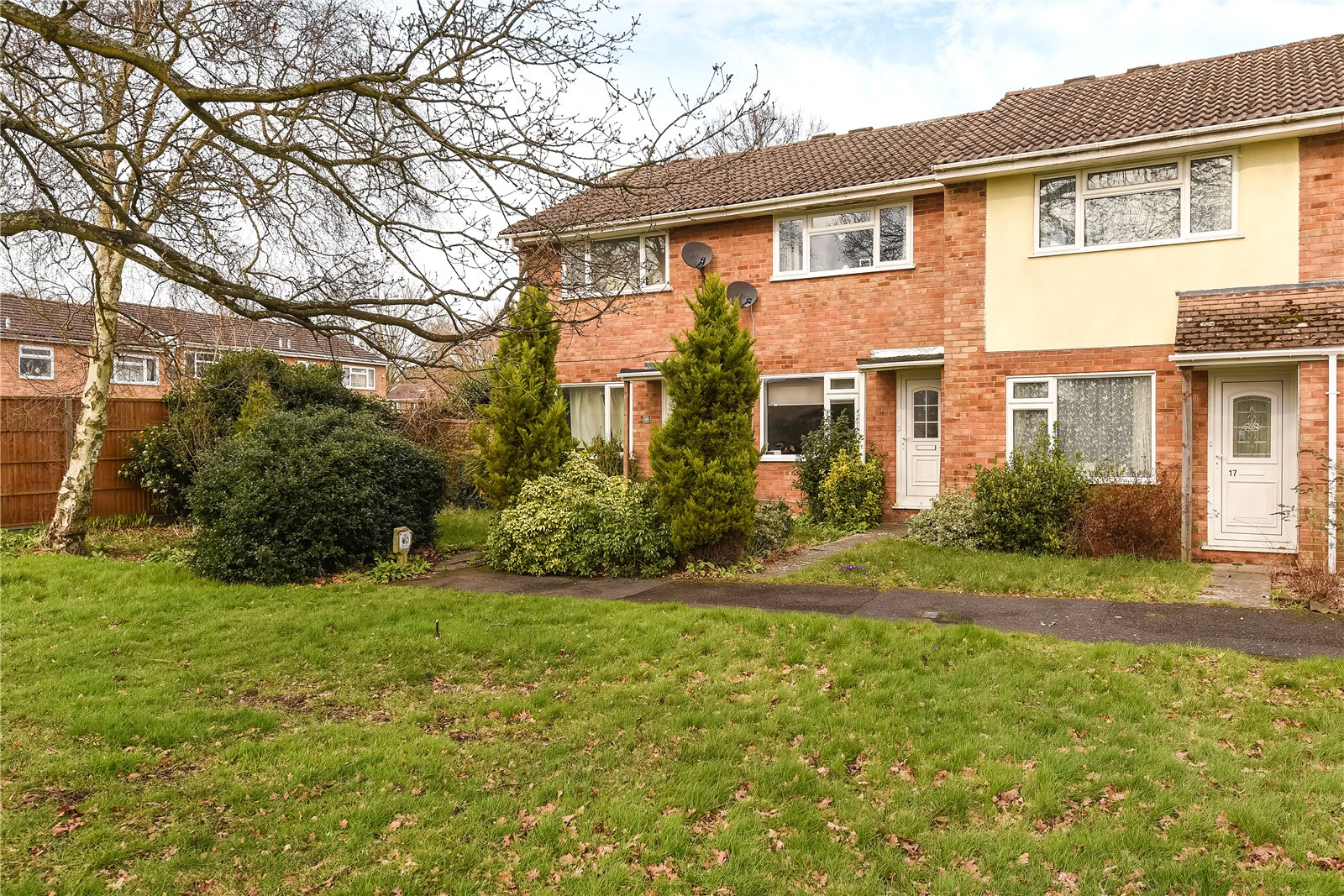 2 Bedrooms Terraced House for sale in Keble Way, Owlsmoor, Sandhurst, Berkshire, GU47