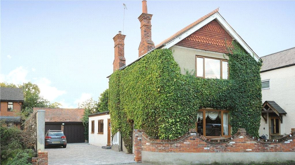 4 Bedrooms Detached House for sale in Yorktown Road, College Town, Sandhurst, Berkshire, GU47