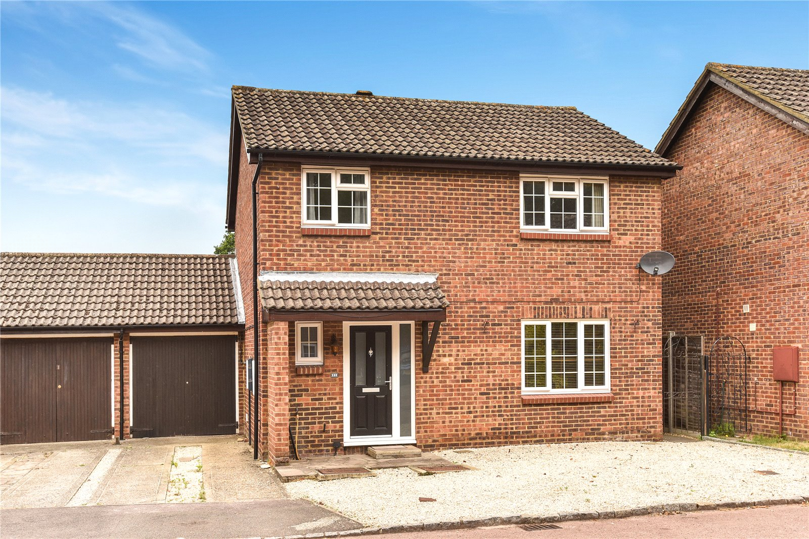 4 Bedrooms Detached House for sale in Bluethroat Close, College Town, Sandhurst, Berkshire, GU47