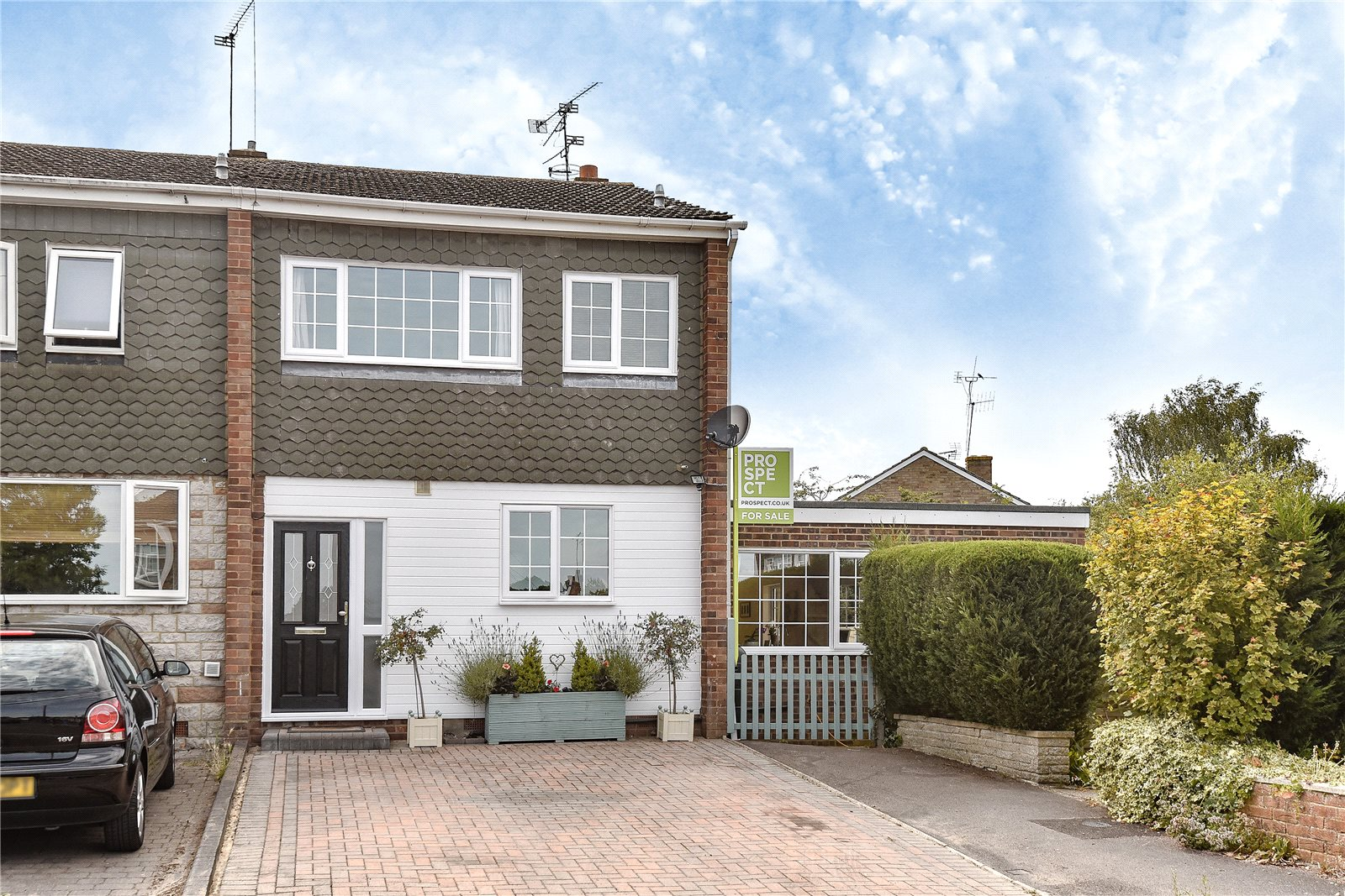 3 Bedrooms End Of Terrace House for sale in Connaught Close, Yateley, Hampshire, GU46