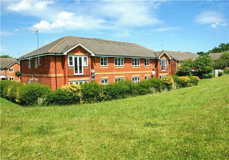 2 Bedrooms Apartment Flat for sale in Frederick Place, Wokingham, Berkshire, RG41