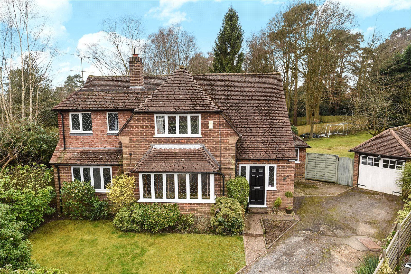 4 Bedrooms Detached House for sale in Little Moor, Sandhurst, Berkshire, GU47