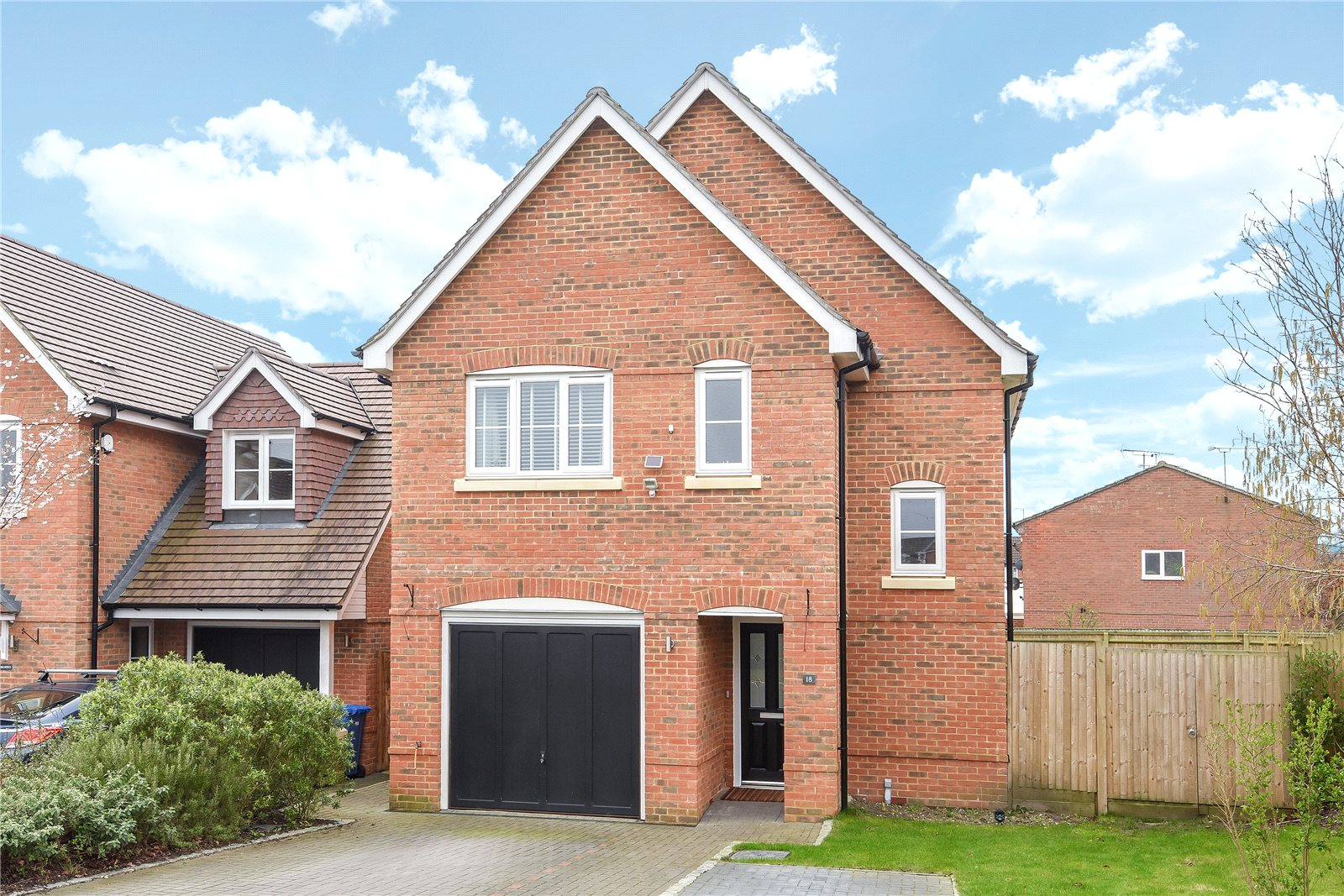 3 Bedrooms Detached House for sale in Whitmore Close, Owlsmoor, Sandhurst, Berkshire, GU47