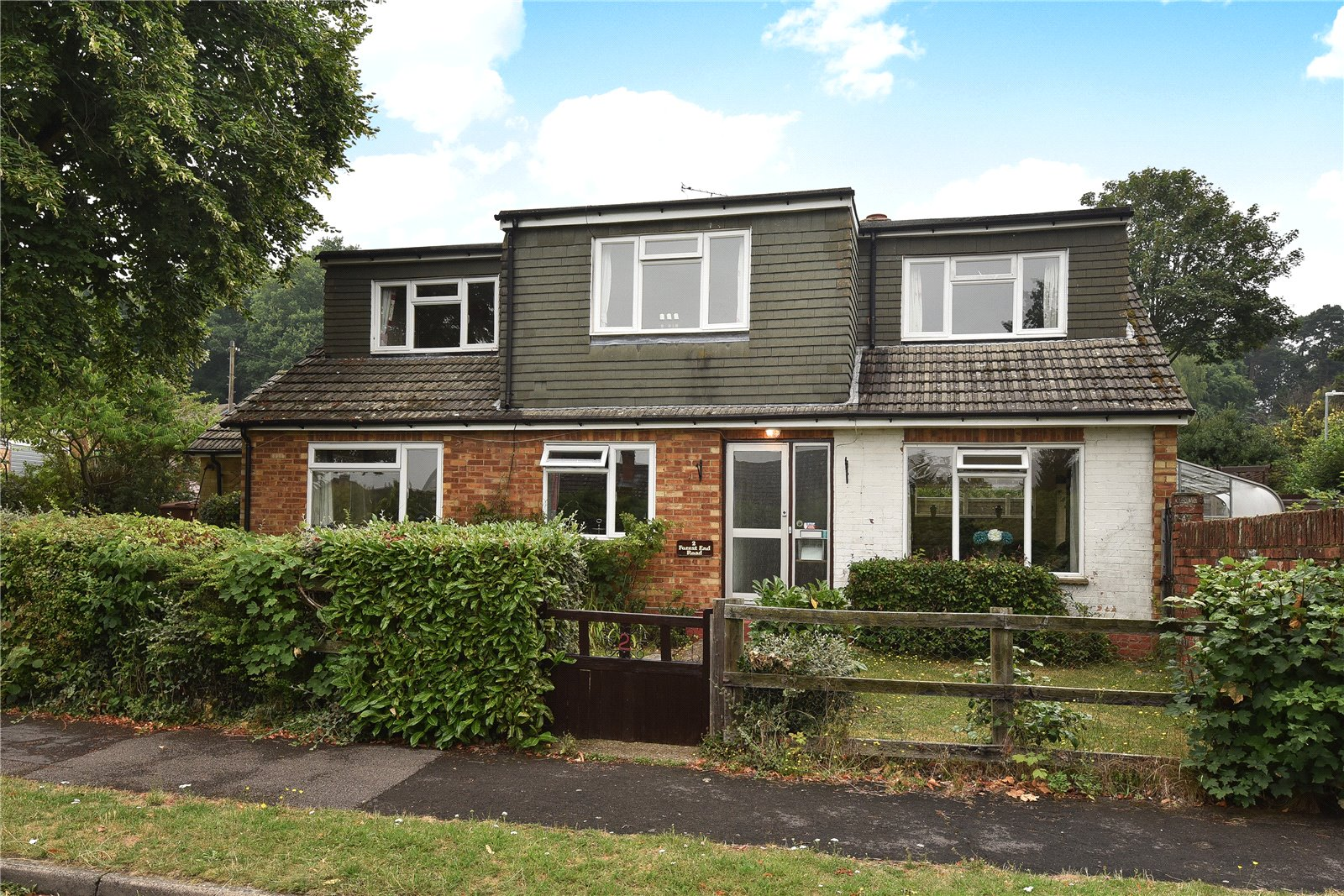 4 Bedrooms Detached House for sale in Forest End Road, Sandhurst, Berkshire, GU47
