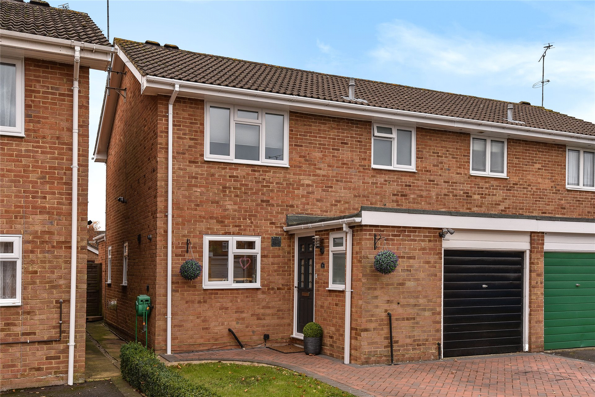 3 Bedrooms Semi Detached House for sale in Moray Avenue, College Town, Sandhurst, Berkshire, GU47