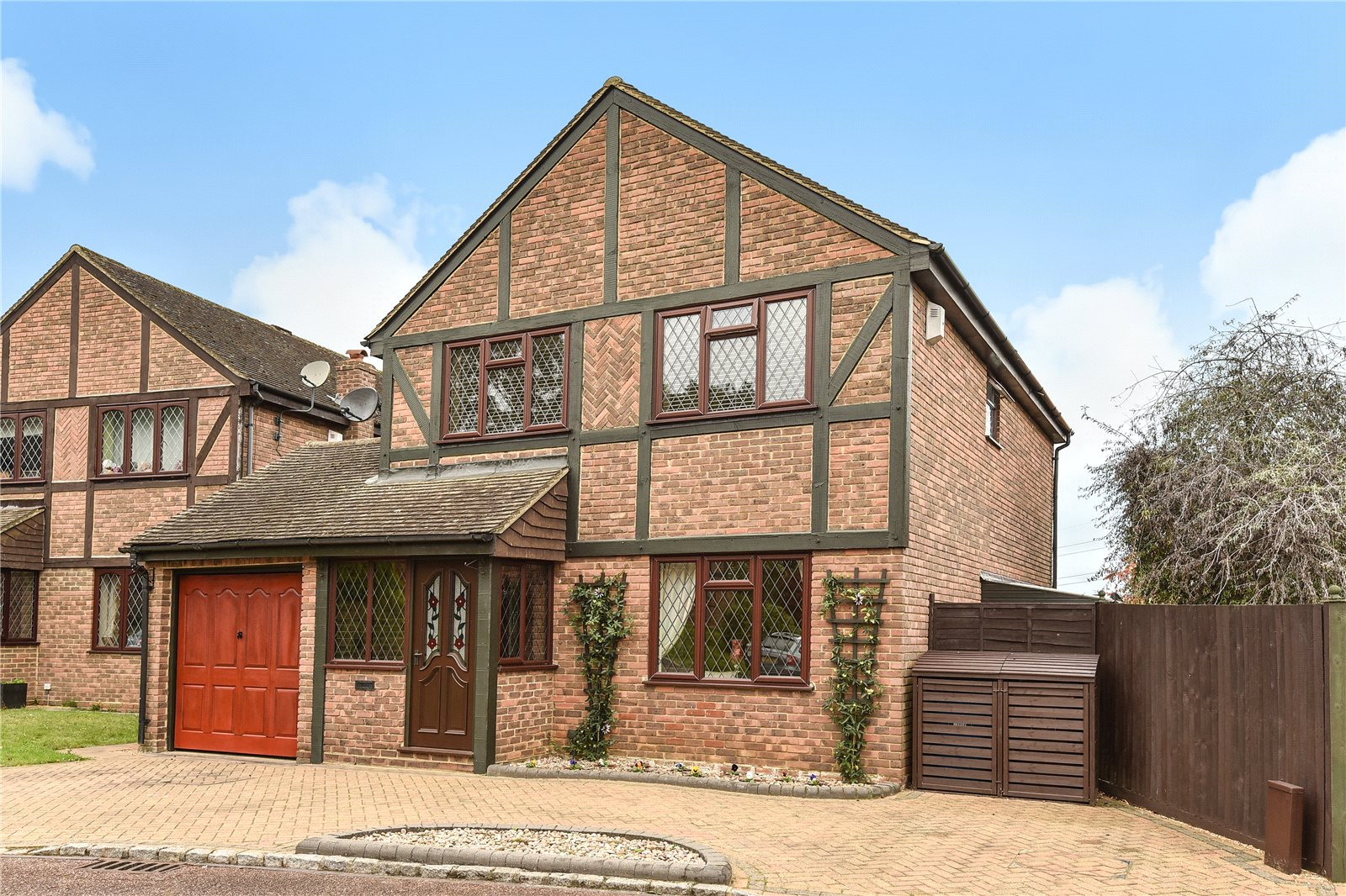 4 Bedrooms Detached House for sale in Darleydale Close, Owlsmoor, Sandhurst, Berkshire, GU47