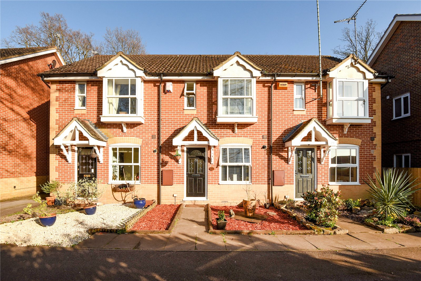 2 Bedrooms Terraced House for sale in The Breech, College Town, Sandhurst, Berkshire, GU47