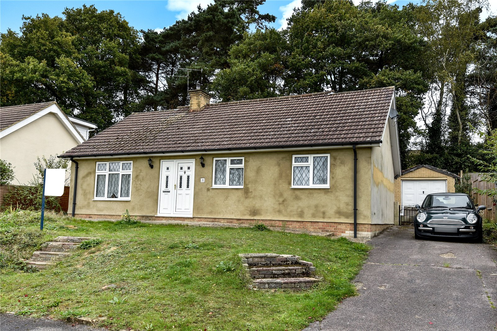 4 Bedrooms Detached Bungalow for sale in Glen Innes, College Town, Sandhurst, Berkshire, GU47