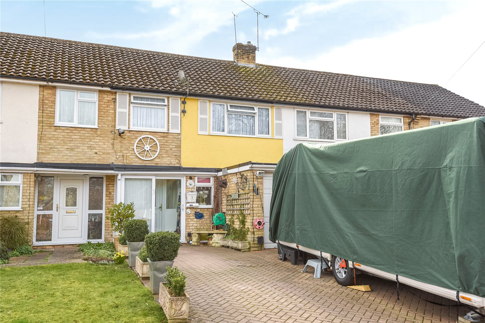 3 Bedrooms Terraced House for sale in Wentworth Close, Yateley, Hampshire, GU46