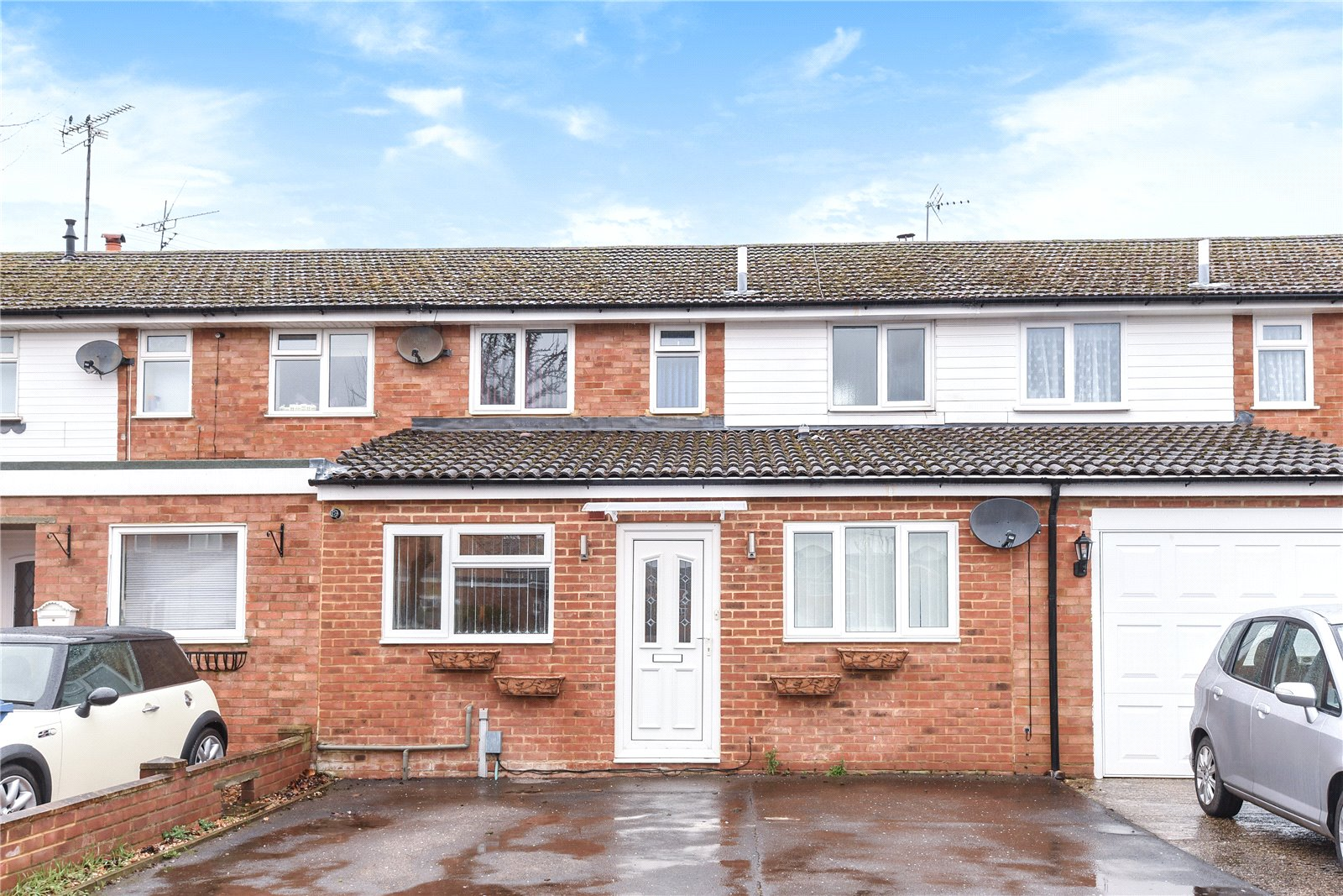 4 Bedrooms Terraced House for sale in Hamble Avenue, Blackwater, Camberley, GU17