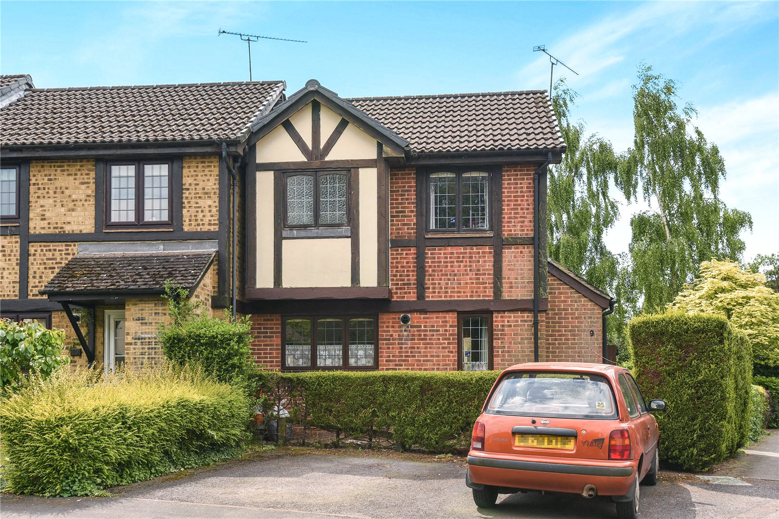 2 Bedrooms End Of Terrace House for sale in Morley Close, Yateley, Hampshire, GU46