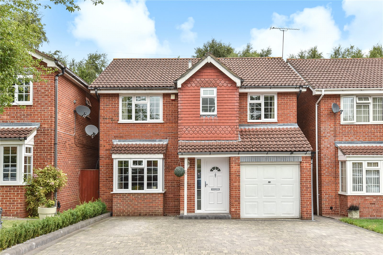 4 Bedrooms Detached House for sale in Peggotty Place, Sandhurst, Berkshire, GU47