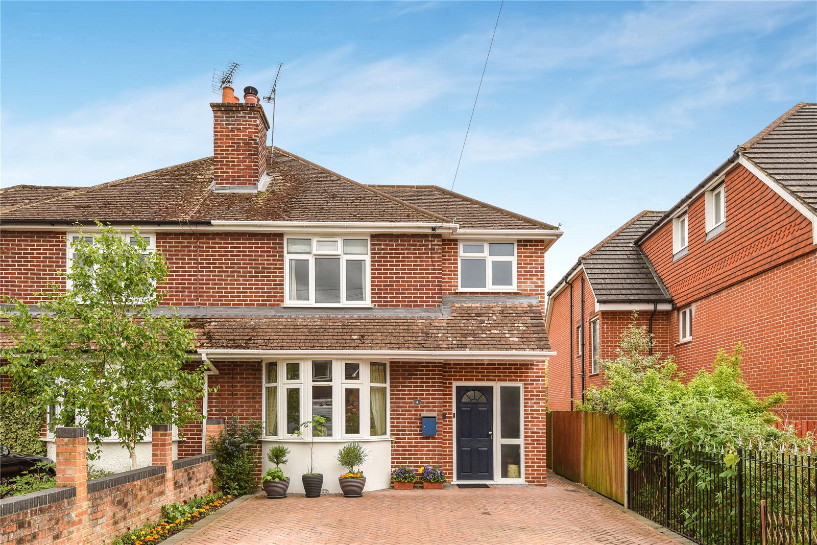 3 Bedrooms Semi Detached House for sale in Florence Road, College Town, Sandhurst, Berkshire, GU47