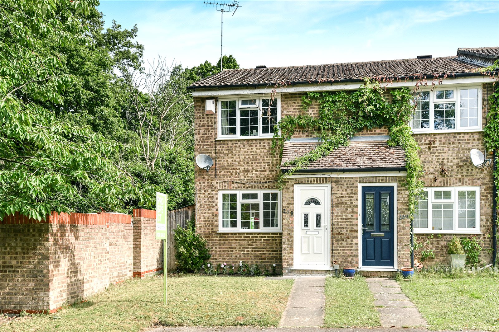 2 Bedrooms End Of Terrace House for sale in Evenlode Way, Sandhurst, Berkshire, GU47
