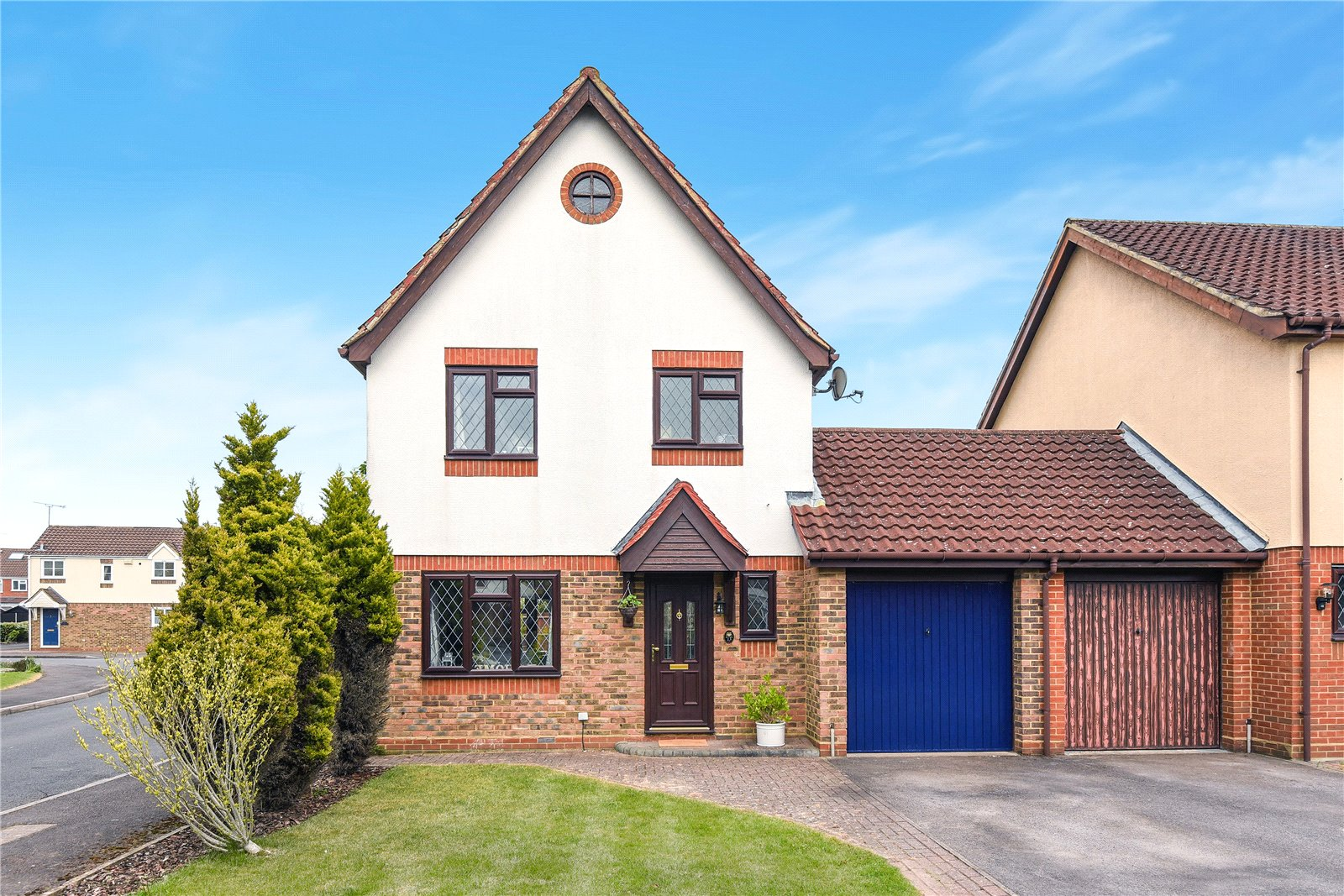 3 Bedrooms Link Detached House for sale in Waterhouse Mead, College Town, Sandhurst, Berkshire, GU47