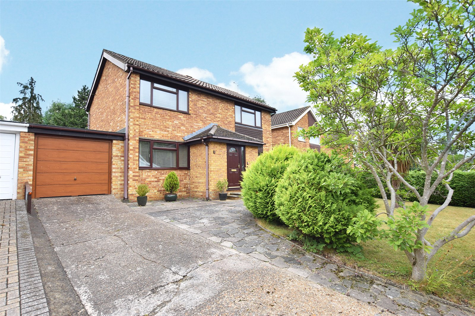 4 Bedrooms Detached House for sale in Spring Meadow, Bracknell, Berkshire, RG12