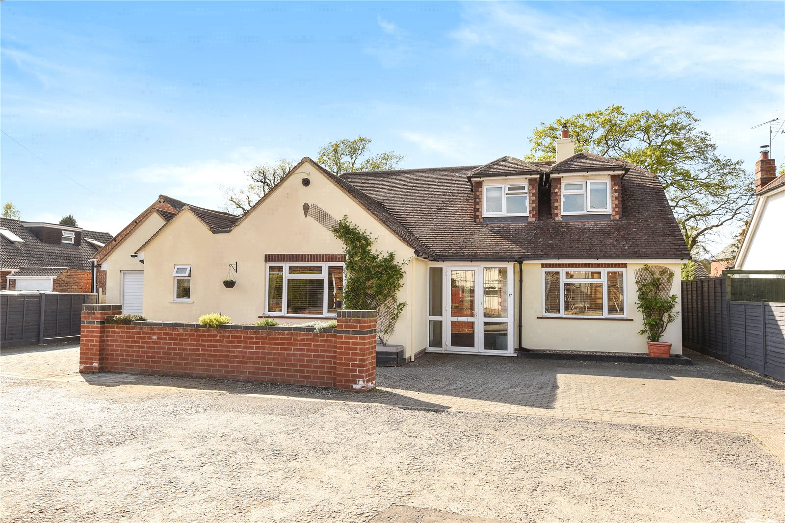 5 Bedrooms Detached House for sale in Brookside, Sandhurst, Berkshire, GU47