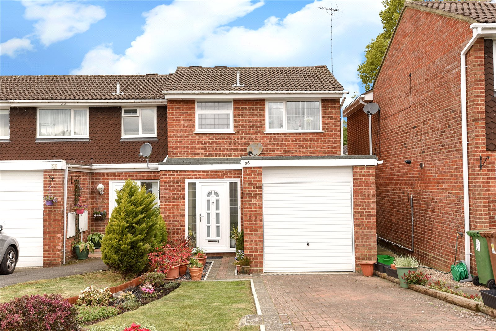 2 Bedrooms End Of Terrace House for sale in Keble Way, Owlsmoor, Sandhurst, Berkshire, GU47