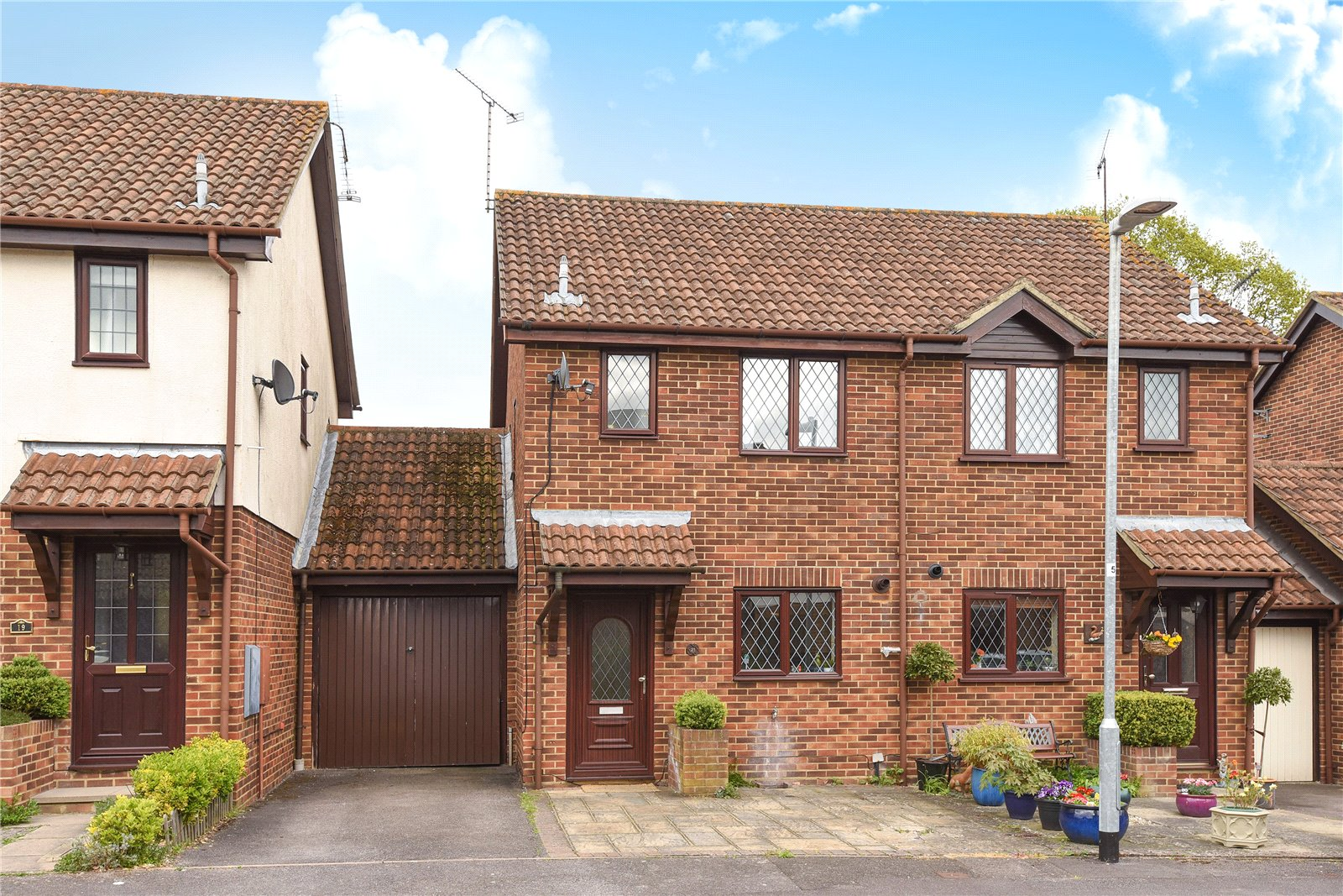 2 Bedrooms Semi Detached House for sale in Wantage Road, College Town, Sandhurst, Berkshire, GU47