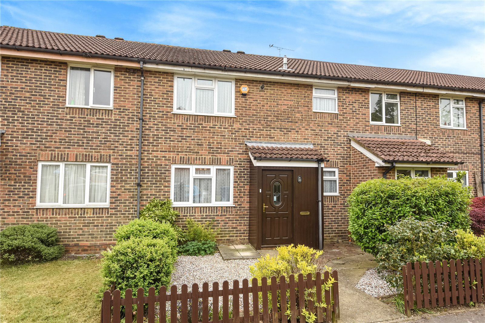 3 Bedrooms Terraced House for sale in Humber Way, Sandhurst, Berkshire, GU47