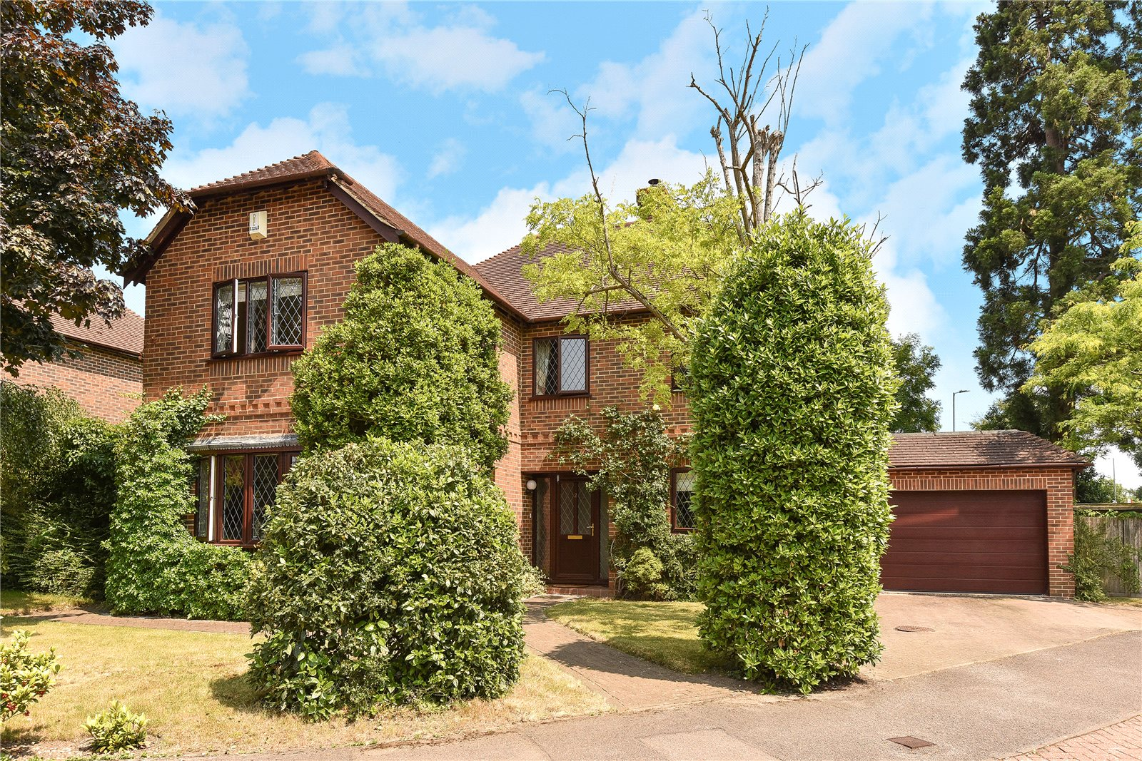 4 Bedrooms Detached House for sale in Lych Gate Close, Sandhurst, Berkshire, GU47