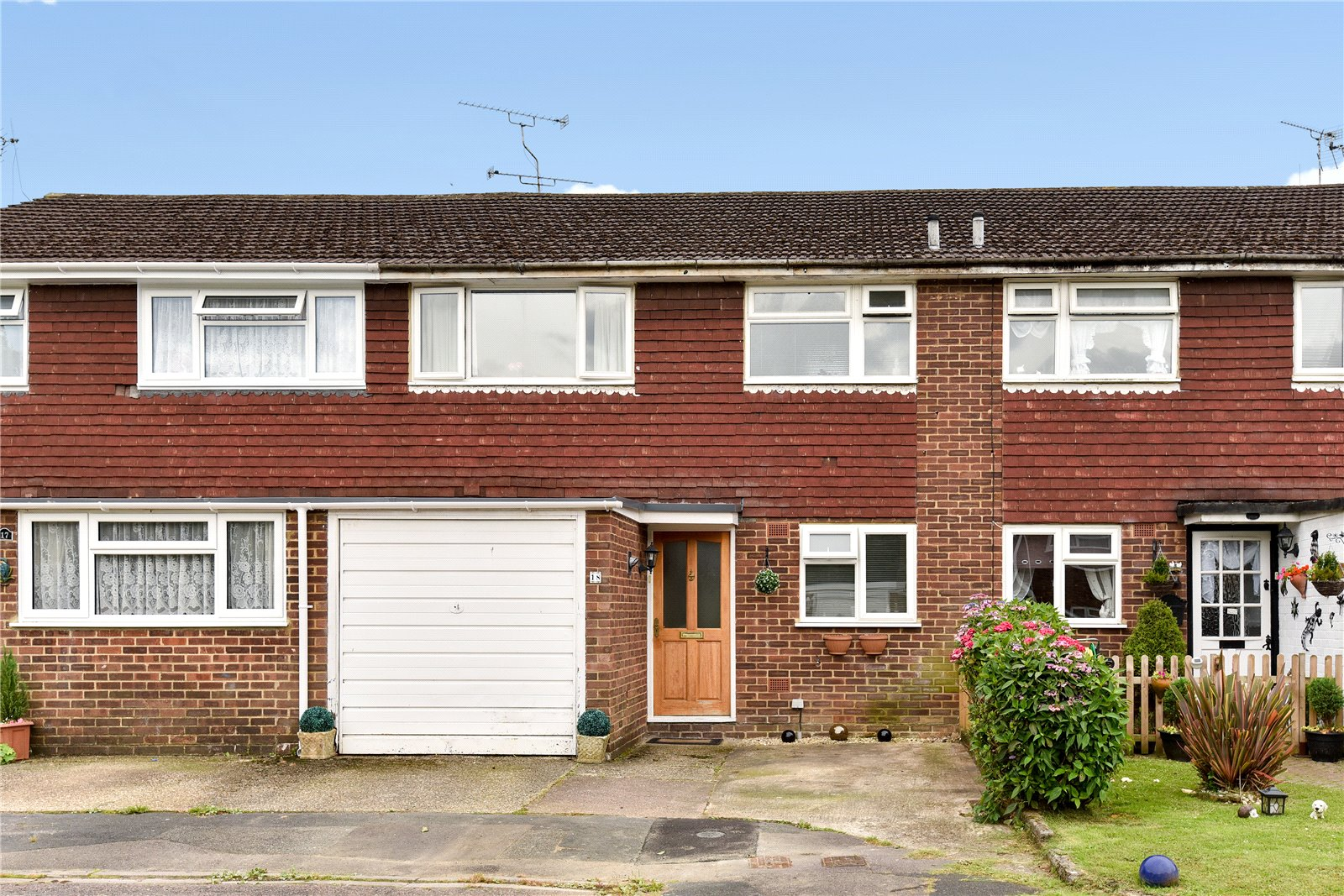 3 Bedrooms Terraced House for sale in Winchester Way, Blackwater, Camberley, GU17