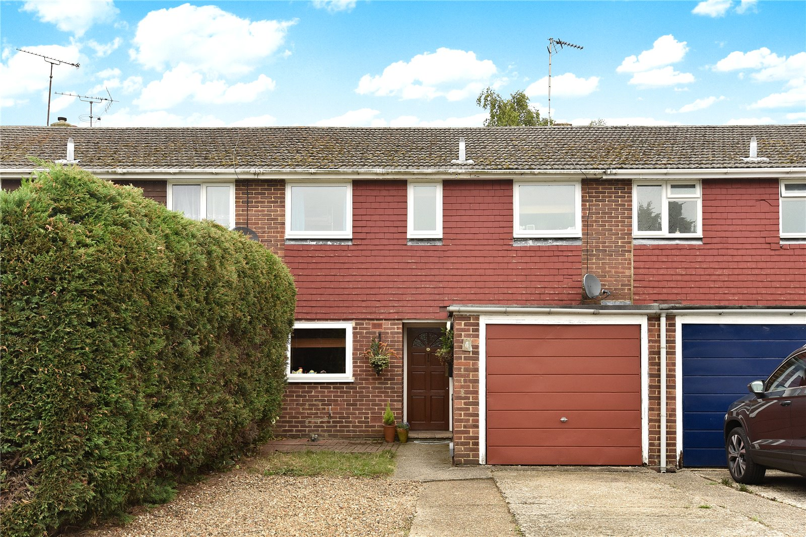 3 Bedrooms Terraced House for sale in Andover Road, Blackwater, Camberley, GU17
