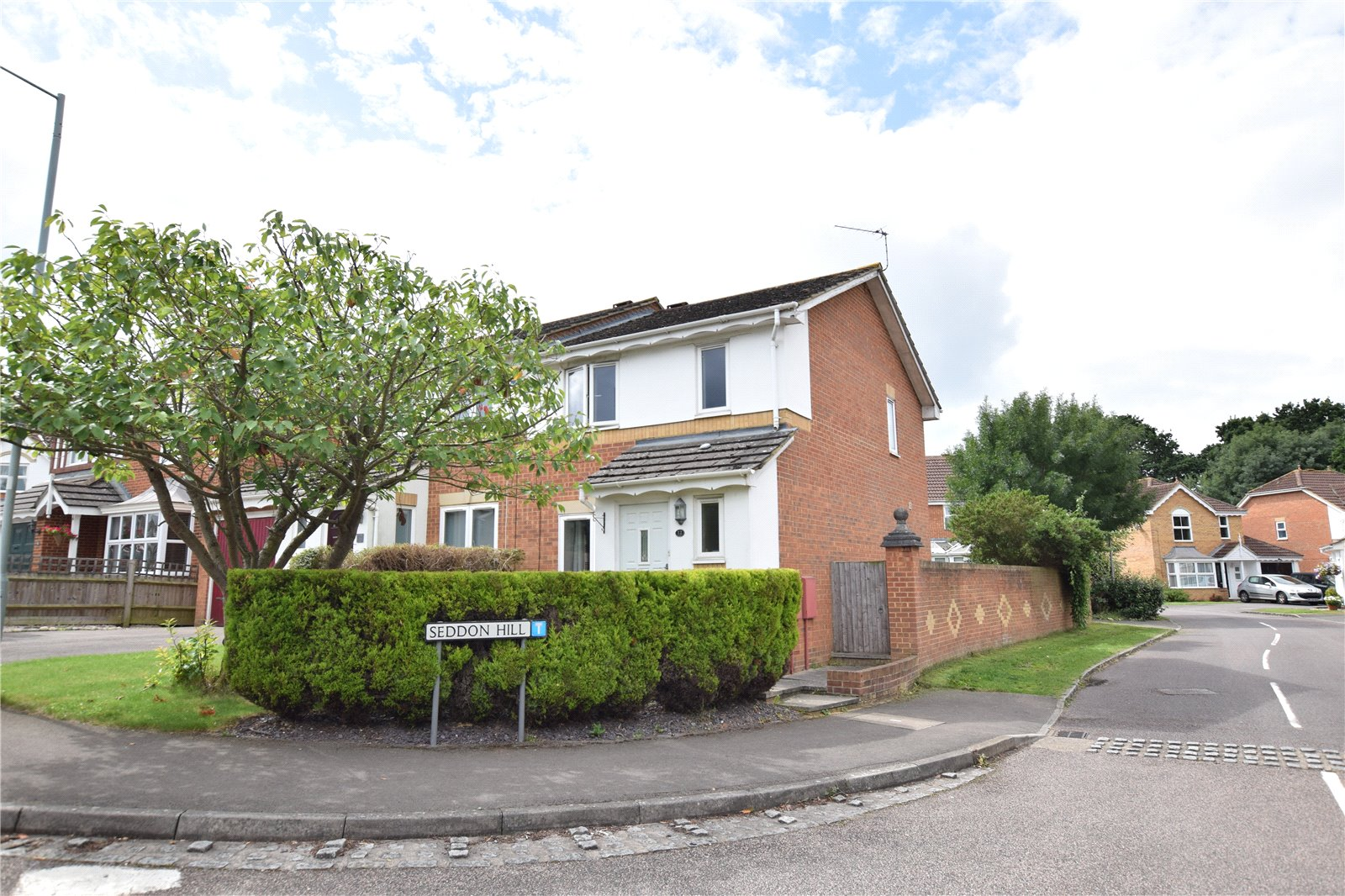 3 Bedrooms Semi Detached House for sale in Mareshall Avenue, Warfield, Berkshire, RG42