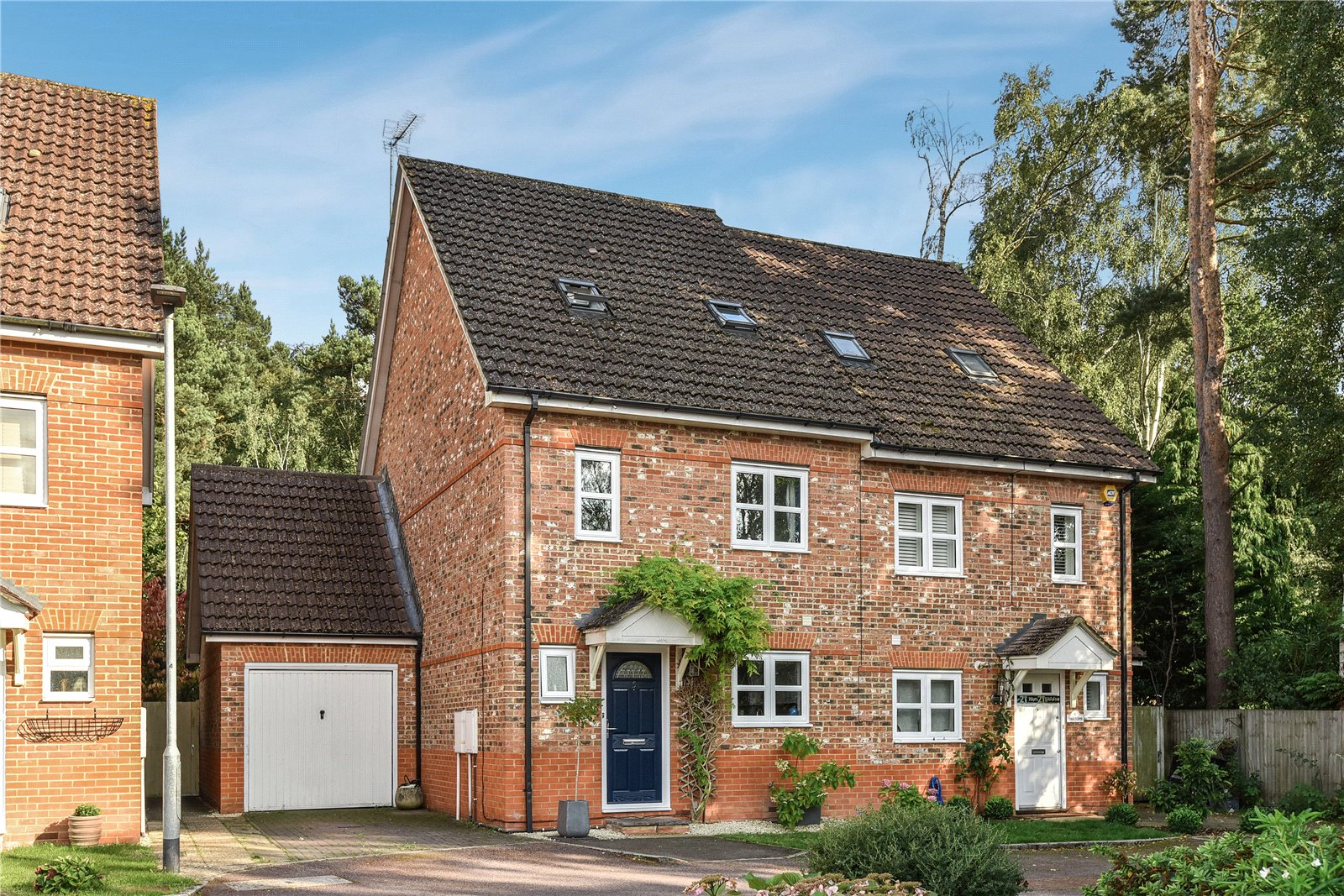 4 Bedrooms Semi Detached House for sale in Brakes Rise, College Town, Sandhurst, Berkshire, GU47