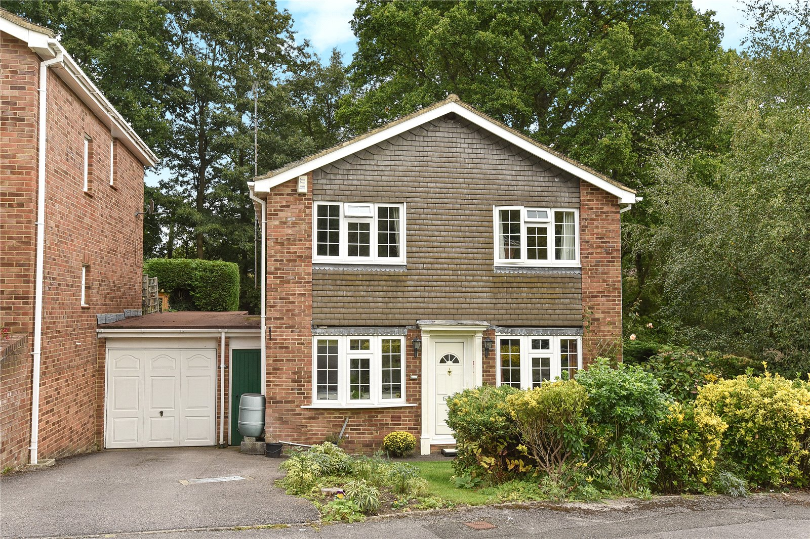 4 Bedrooms Detached House for sale in The Brambles, Crowthorne, Berkshire, RG45