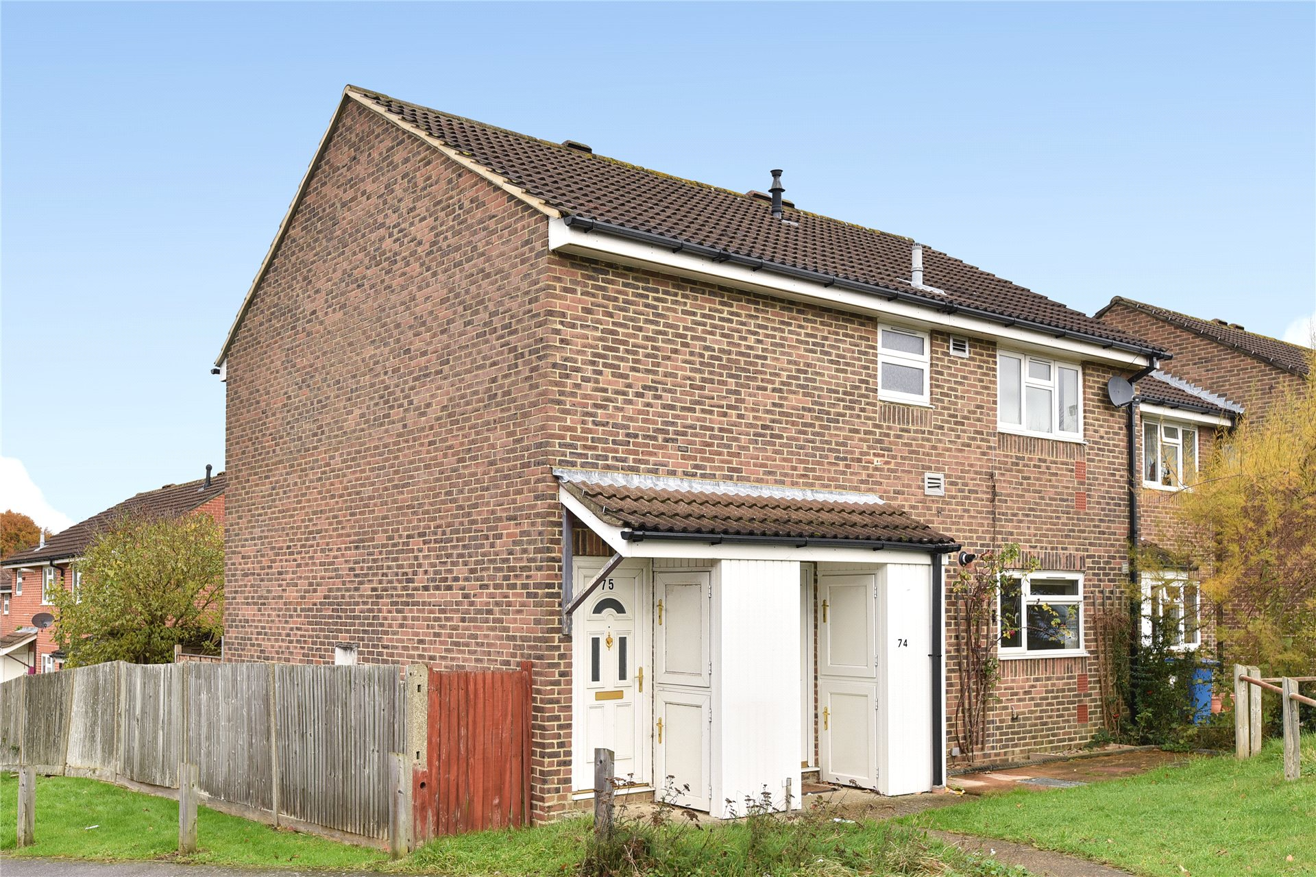 2 Bedrooms Maisonette Flat for sale in Humber Way, Sandhurst, Berkshire, GU47