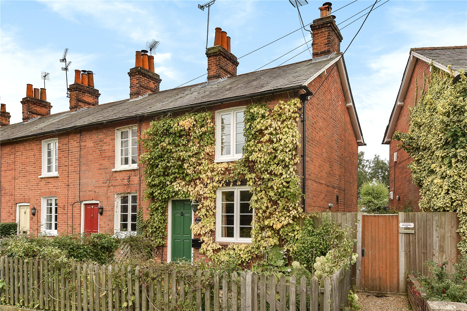 3 Bedrooms End Of Terrace House for sale in Albion Place, Hartley Wintney, Hook, RG27
