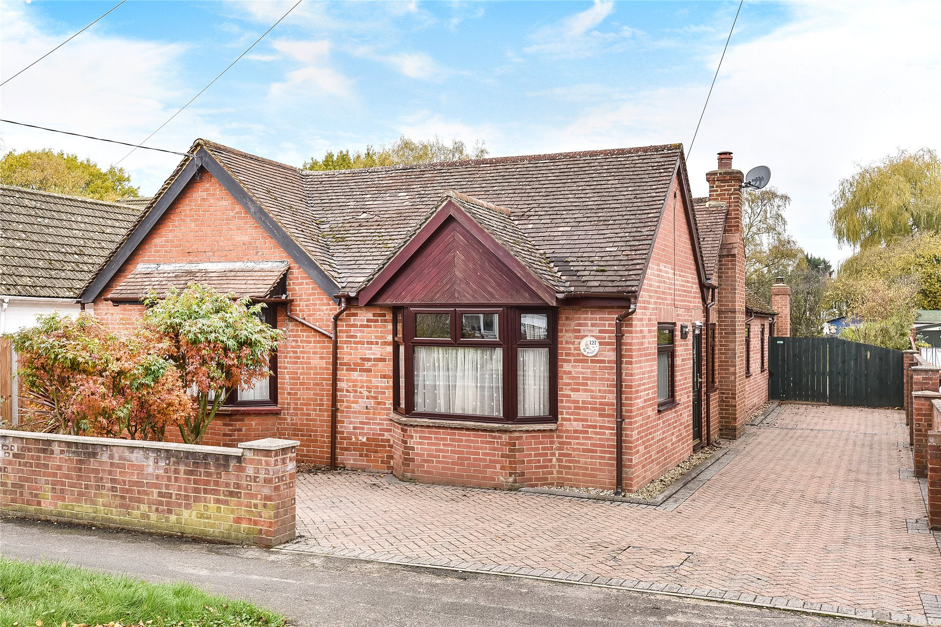3 Bedrooms Detached Bungalow for sale in College Road, College Town, Sandhurst, Berkshire, GU47