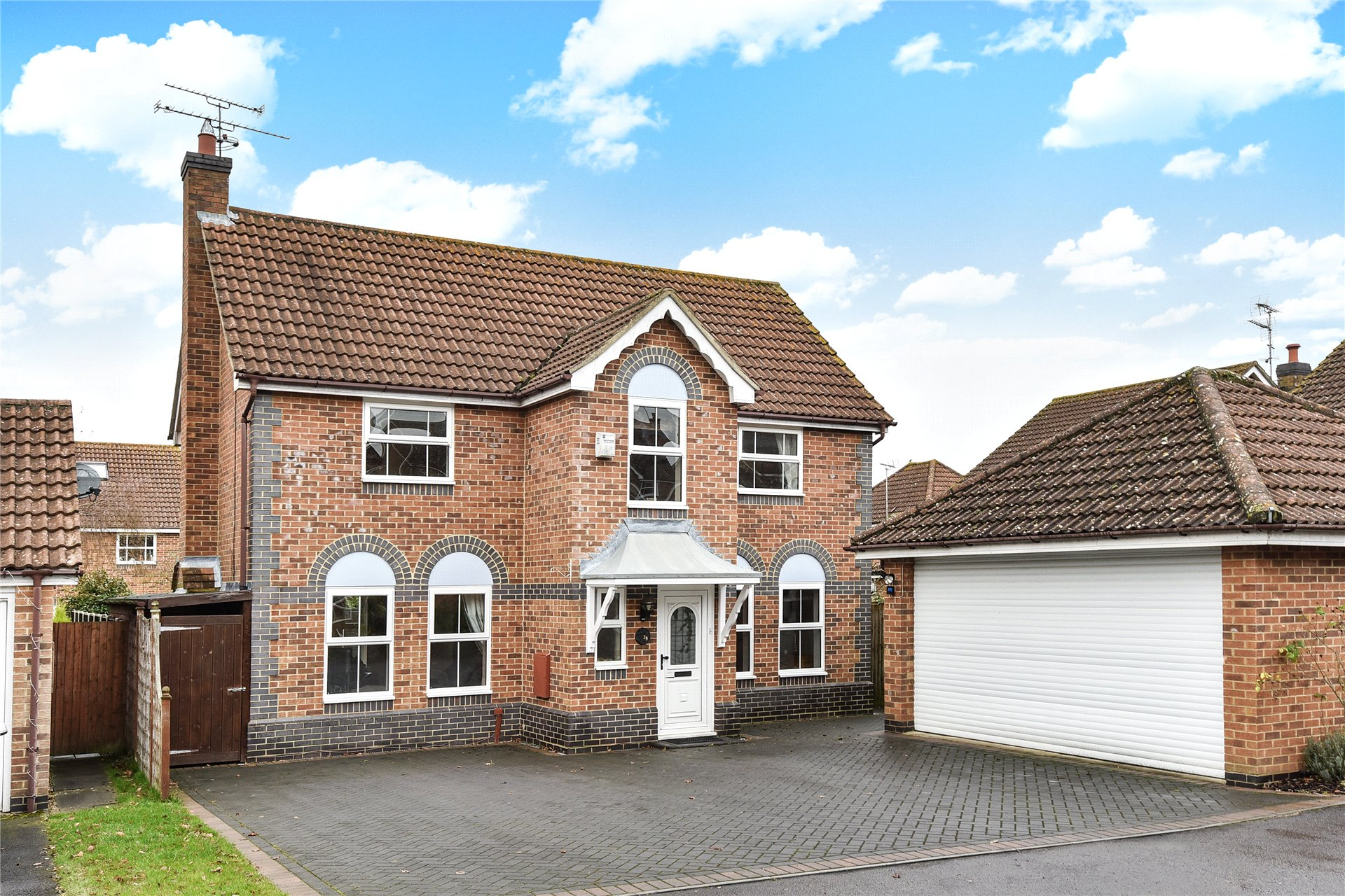 4 Bedrooms Detached House for sale in Lower Canes, Yateley, Hampshire, GU46