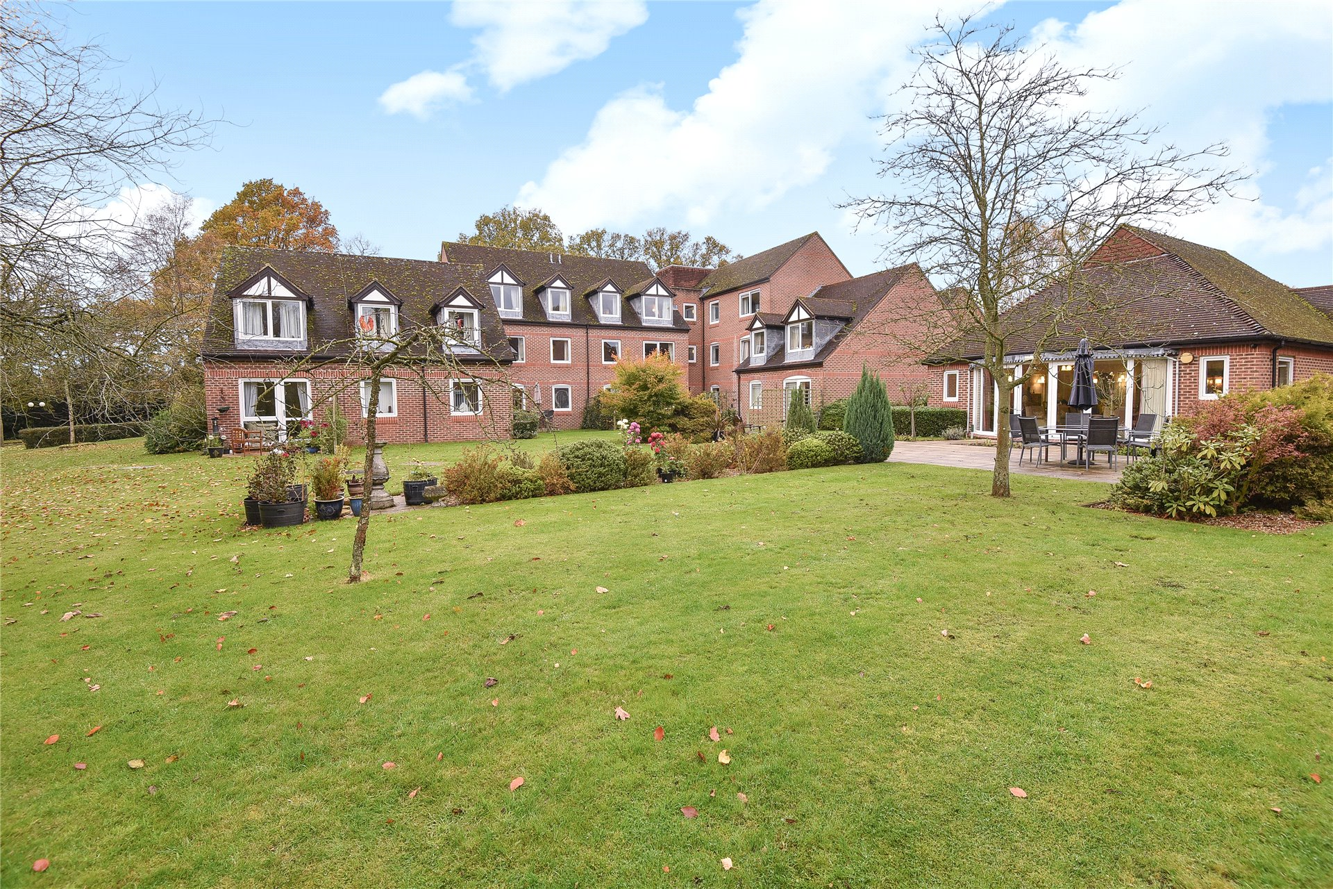 1 Bedroom Apartment Flat for sale in McKernan Court, High Street, Sandhurst, Berkshire, GU47
