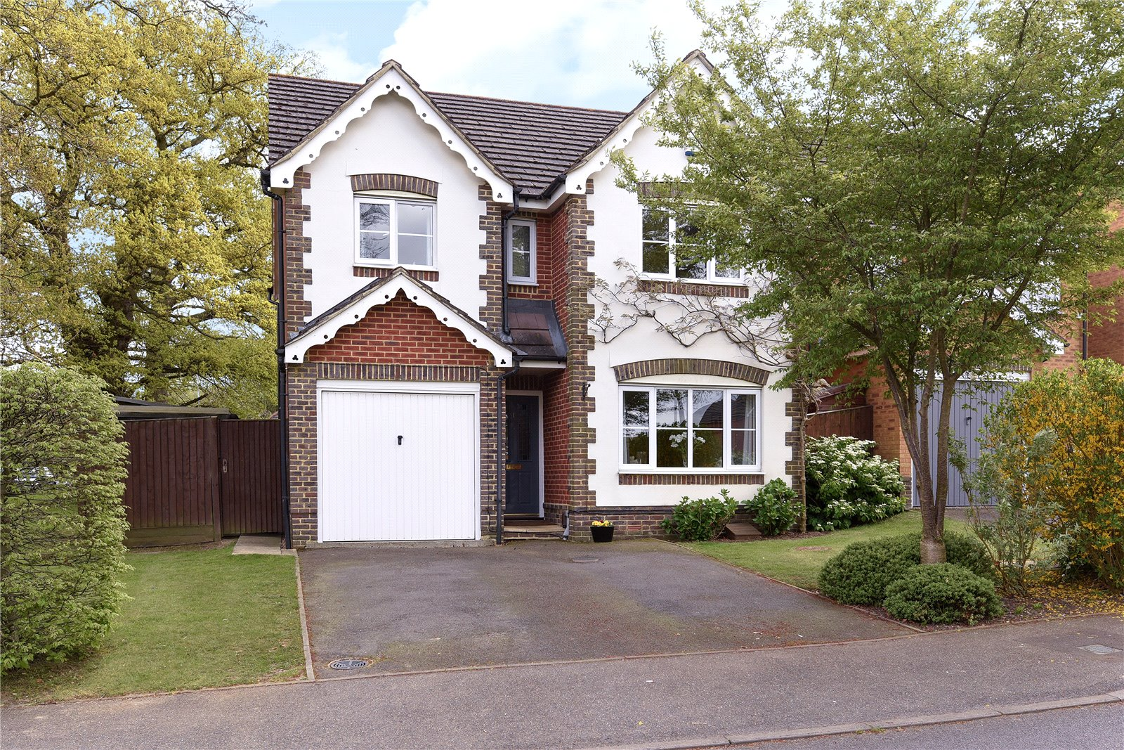 4 Bedrooms Detached House for sale in Lyon Oaks, Warfield, Berkshire, RG42